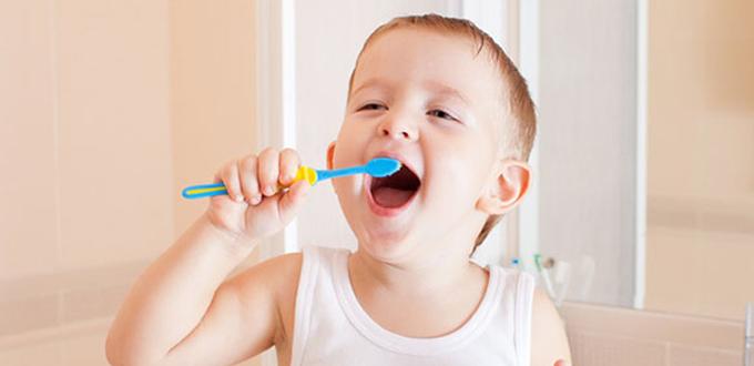trẻ chịu đánh răng