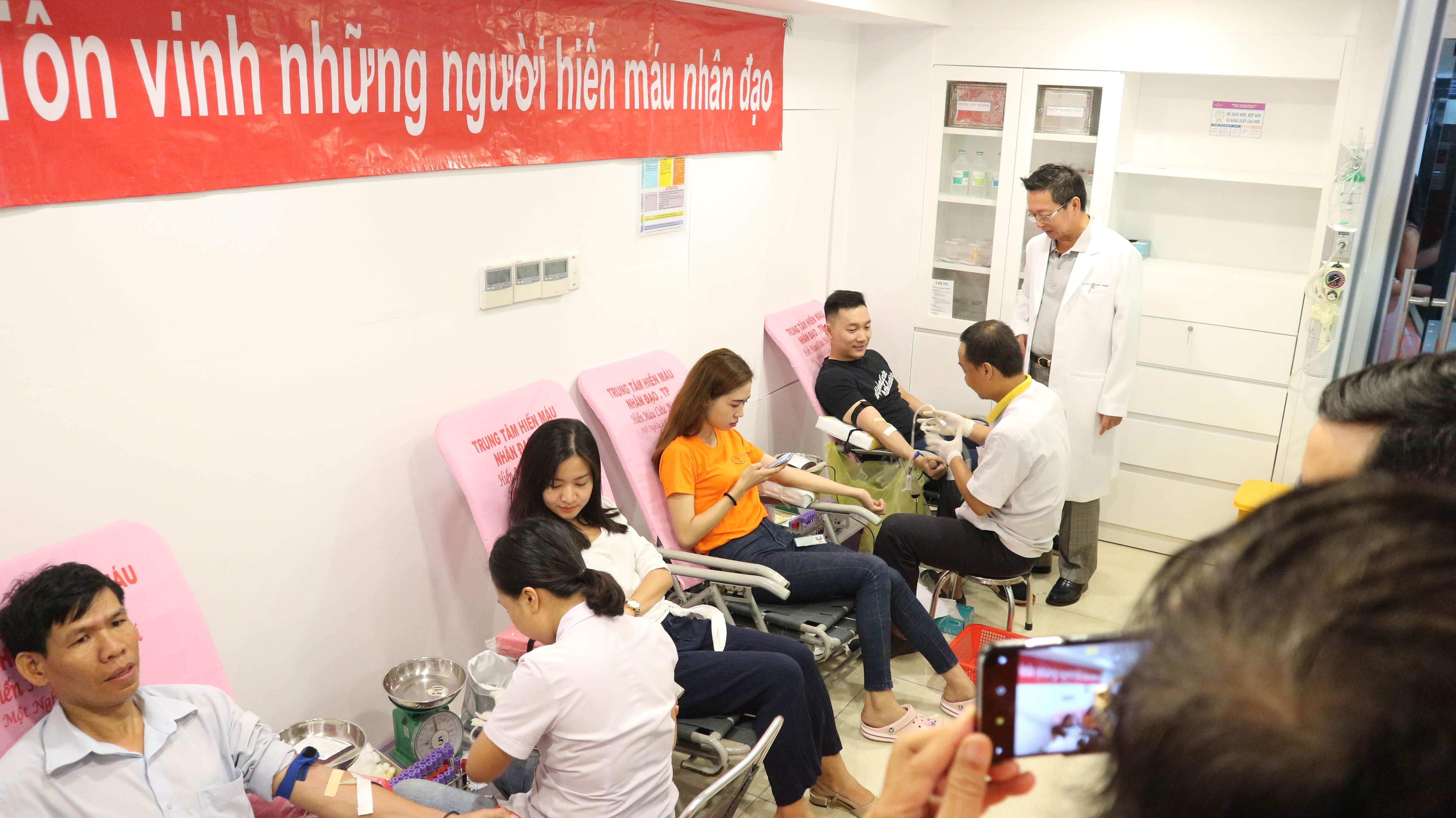 bệnh viện worldwide hiến máu từ thiện