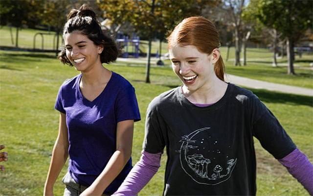 Niềng răng trong suốt Invisalign dành cho teen giúp các em có thể tận hưởng cuộc sống năng động, thoải mái